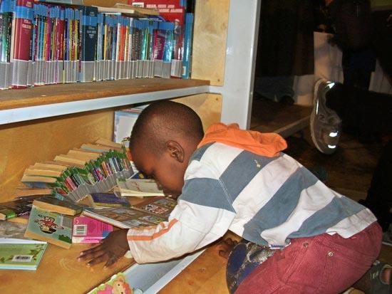 ספריה לילדי עובדים זרים / צלם אסתי סגל