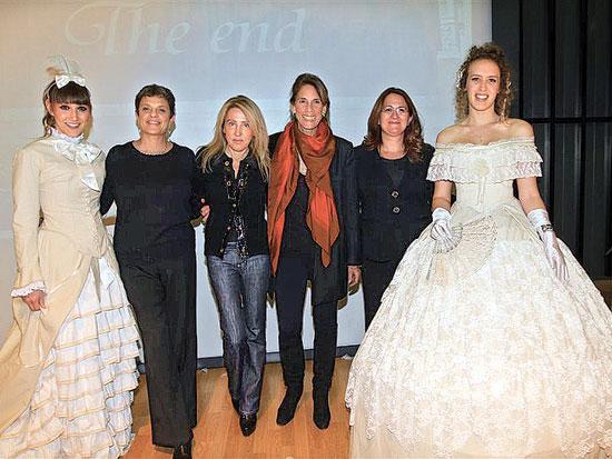דנה עזריאלי, אירית רפפורט, אורית אפרתי, יולי תמיר, תצוגת אופנה של בגדים הסטוריים, מכללת שנקר / צלם ר