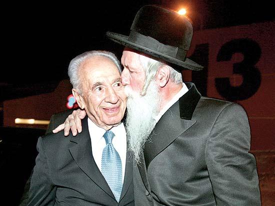 הרב יצחק דוד גרוסמן, שמעון פרס, באירוע ארבעים שנה למגדל אור / צלם רוני שיצר