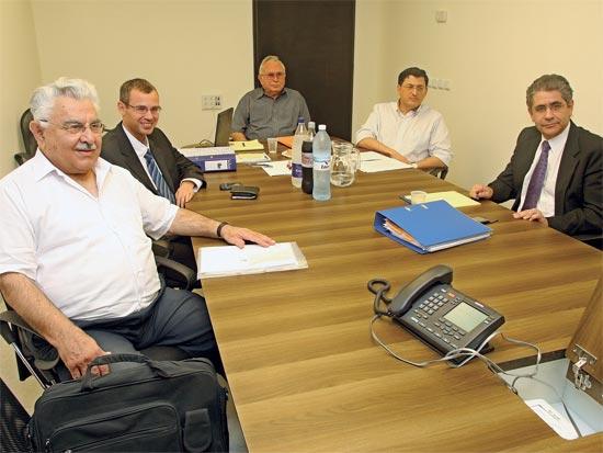 חברי הוועדה לאיתור יועץ משפטי לממשלה / צלם: מץ 76