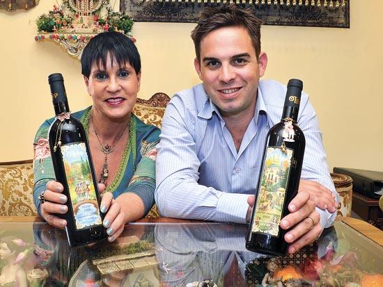 רוני יצחקי, מיכל נגרין, בקבוקי יין מעוצבים / צלם תמר מצפי