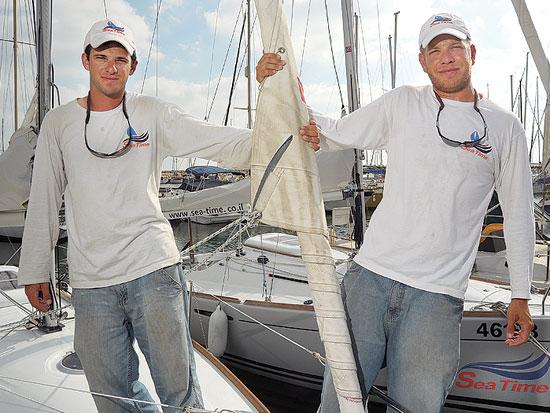 יונתן ברסלר (מימין), בן זגלשטיין, מועדון שייט SEA TIME / צלם איל יצהר