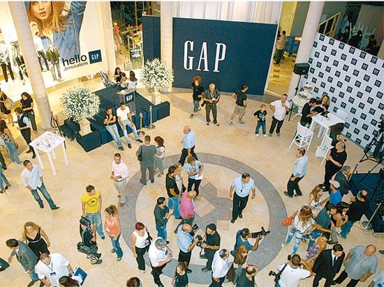 חנות GAP בקניון ממילא בירושלים / צלם: יחצ