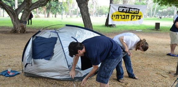 אוהלים בארלוזורוב / צילום: תמר מצפי