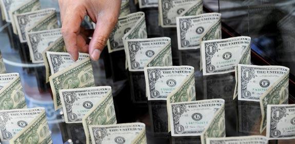דולרים מטח / צלם: בלומברג