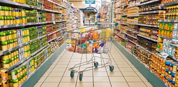 סופרמרקט עם עגלה / צלם: thinkstock