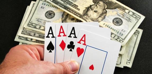 בורסה קוביות הימורים  קלפים 4 אסים / צלם: thinkstock