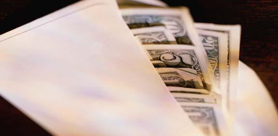 מעטפה עם דולרים שוחד   / צלם: thinkstock