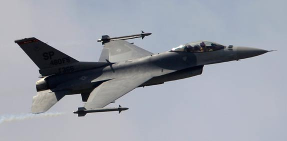 מטוס קרב f 16  / צילום: רויטרס