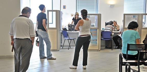 מובטלים בלשכת התעסוקה / צילום: תמר מצפי