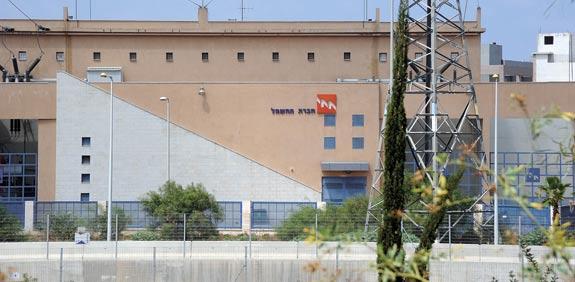 מלון בנתניה מתחבר לרשת החשמל; מדוע העובדים מתנגדים?