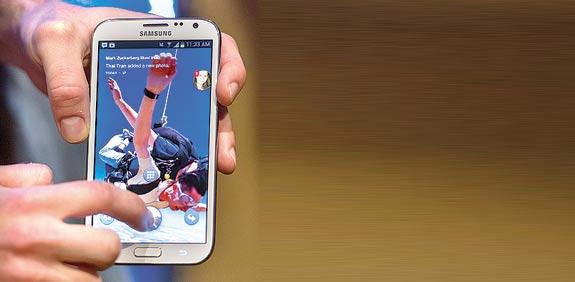 פייסבוק באנדרואיד / צילום: בלומברג