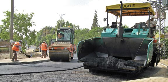 """הפסד לעיריית הרצליה: ביהמ""""ש ביטל היטלי סלילת כבישים"""