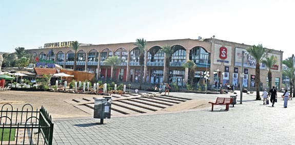 Eilat shopping mall Photo: Tamar Matsafi