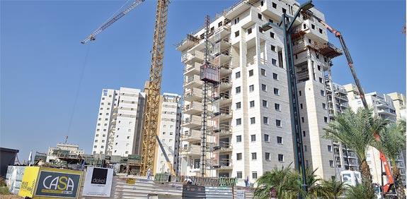 בנייה בבאר יעקב / צילום: תמר מצפי