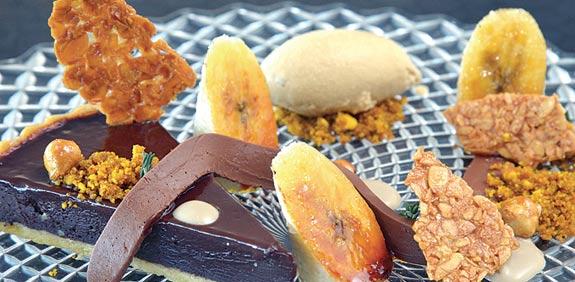 טארט שוקולד וצ'ילי עם גנאש שוקולד קציפת  חמאת בוטנים מסוכרים וקרם אנגלז / צילום:תמר מצפי