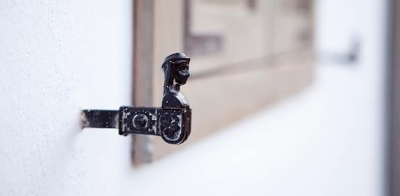מחזיק תריסים/ צילום: דן מילר