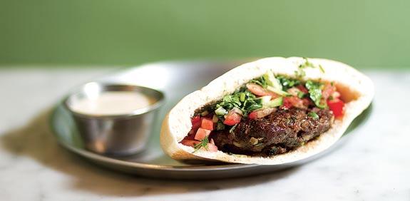מסעדת שמואל בשוק הכרמל / צילום: שלומי יוסף