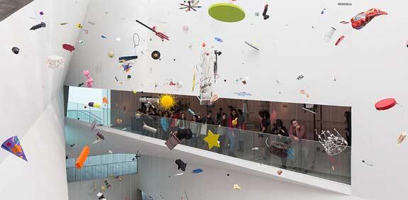 המובייל של טום פרידמן  במוזיאון תל אביב / צילום:אלעד שריג