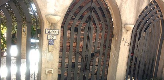 הכניסה המקורית הנעולה / צילום: דרור מרמור