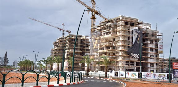 בנייה חדשה בחדרה / צילום: תמר מצפי