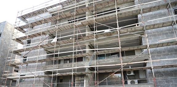 """בניין בשיפוץ של תמ""""א 38 / צילום: איל יצהר"""