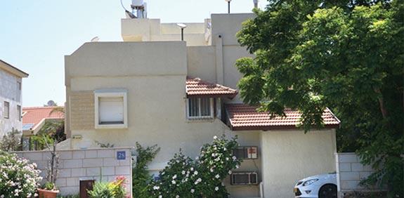 קוטג' בתל אביב - יפו ברחוב משה סנה / צילום: תמר מצפי