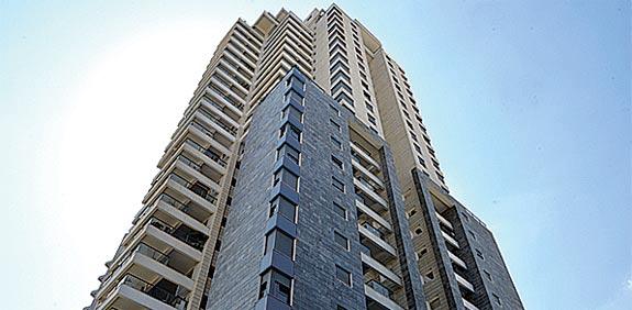 רחוב נחלת יצחק, דירת 3 חדרים במגדלי תל אביב / צילום: תמר מצפי