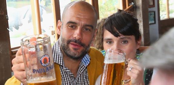 פפ גווארדיולה מאמן באיירן מינכן, חגיגות אוקטוברפסט / צלם: רויטרס