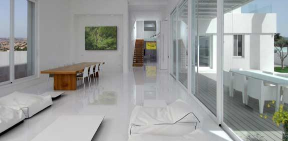 שופכים אור: כיצד ולמה השתנה עיצוב הדירות בישראל