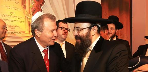 הרב איפרגן ומאיר שטרית / צילום: פאביאן קולדרוף