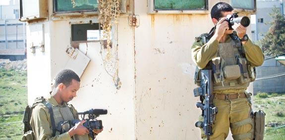 """אנשי יחידת התיעוד של דובר צה""""ל / צילום: שלומי יוסף"""