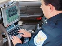 ניידת משטרה שוטר דוח / צלם: יחצ