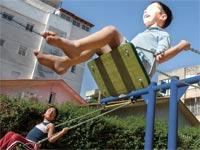 גן ילדים נדנדה מגרש משחקים / צילום: תמר מצפי