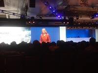 HP מגי ויטמן על מסך ענק. היא יודעת לשכנע גם כרישים – מערכת IT מגזין / צילום: יחצ