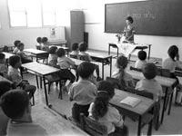 """היום הראשון בכיתה א' בבית ספר בלוד 1970 / צילום: לע""""מ"""