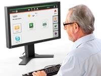 איש מבוגר מול מחשב / צילום: יחצ