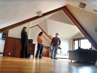רוכשי דירות קליפורניה / צילום: בלומברג