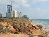 בנייה בחוף הים בנתניה / צילום: איל יצהר