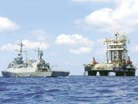 ספינת סער 5 לצד אסדת גז / צילום: יחצ