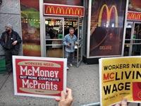 עובדים  של מקדונלדס מפגינים לקראת השביתה / צילום: רויטרס
