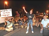 הפגנה הקוראת לבנייה מחודשת של דירות לדיור ציבורי / צילום: איל יצהר