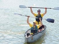 השטת קאנו בטון באגם קצרין/ צילום:כנען תיירות