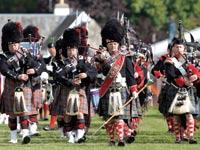 סקוטים בלבוש מסורתי / צילום: רויטרס