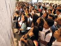 מחפשי עבודה בפיליפינים / צילום: רויטרס