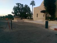 המחסום המפורק בכניסה לחניית בניין דירקטוריון חברת החשמל / צילום: יחצ
