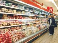 מוצרי חלב, סופרמרקט / צילום: תמר מצפי