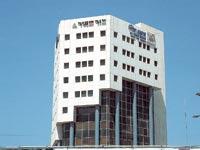 """בניין צור שמיר בת""""א / צילום: תמר מצפי"""