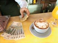 קפה ורובלים / צילום: רויטרס