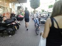 """אופניים על מדרכות / צילום: בלוג """"מחזירים את המדרכות להולכי הרגל"""""""